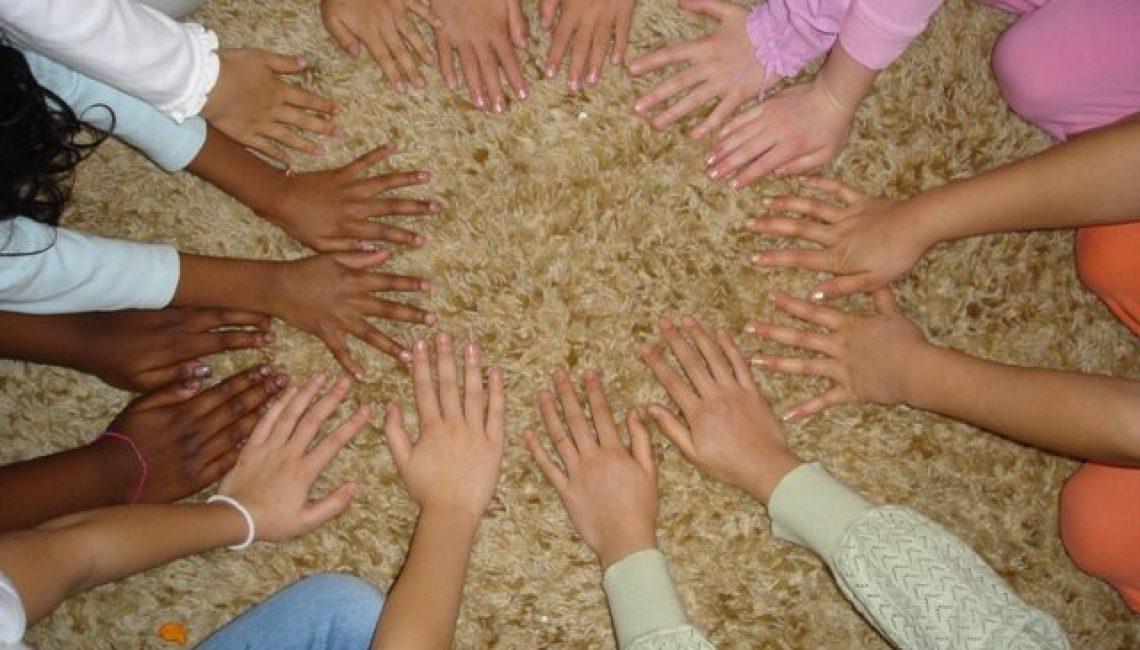 circle-of-hands-web